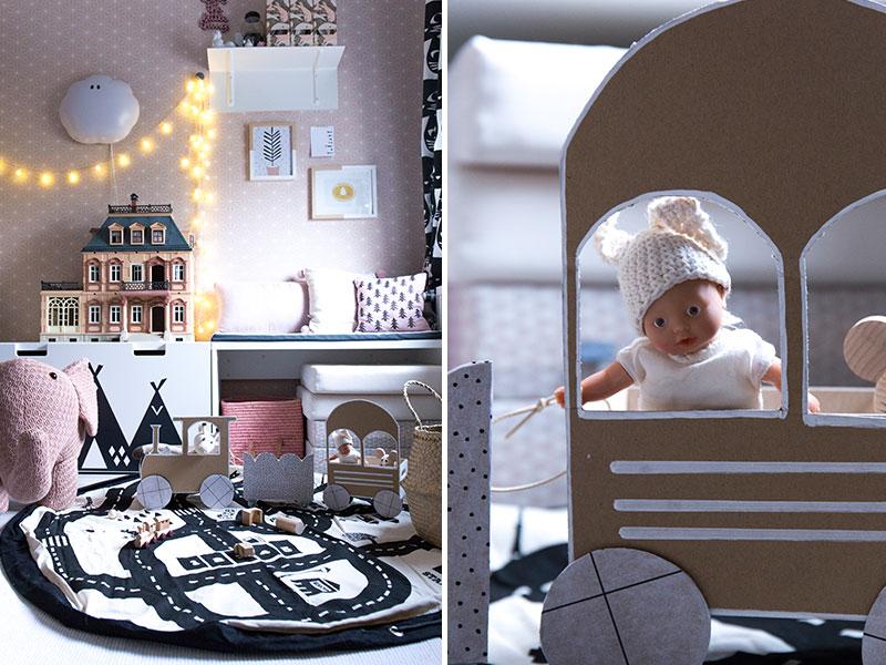 Kinderzimmer-mit-DIY-Spielzeugzug-und-play-go-teppich