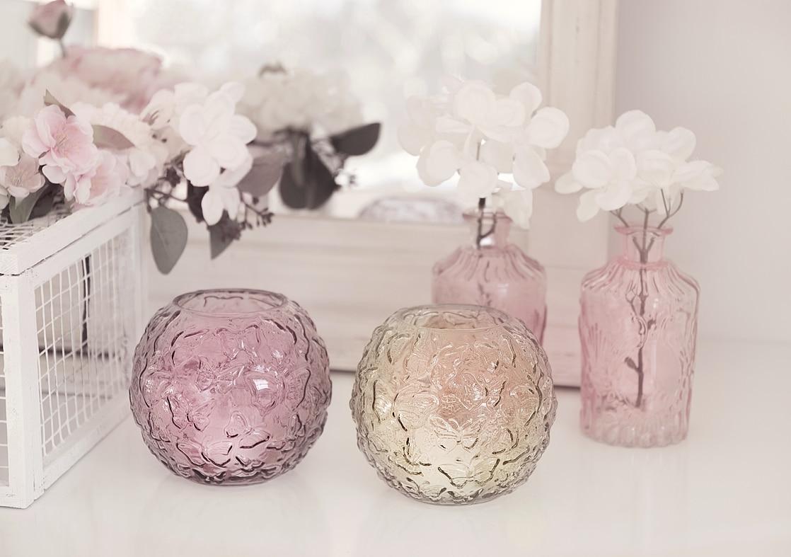 fruehlingshafte-dekoidee-mit-kunstblumen-von-depot 10bk-min