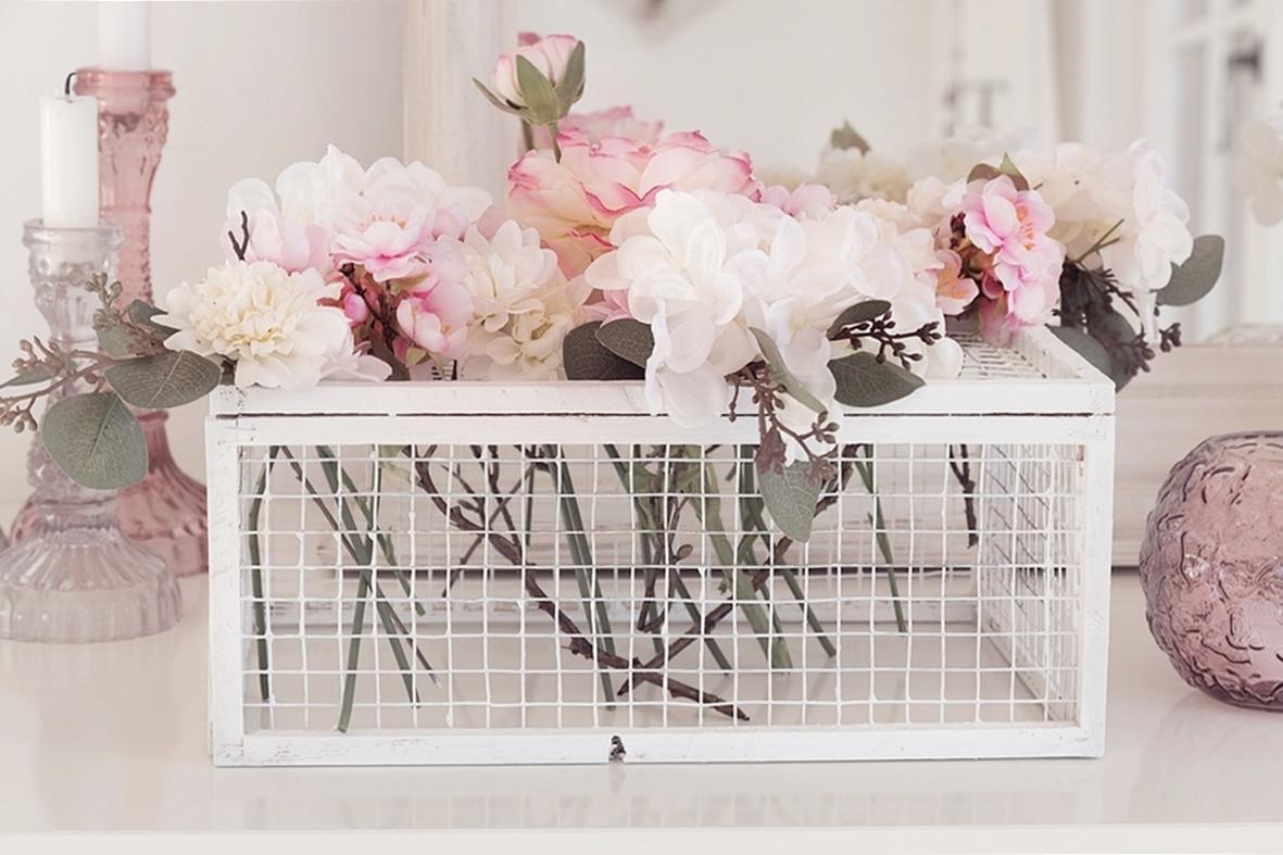 fruehlingshafte-dekoidee-mit-kunstblumen-von-depot 13bk-min