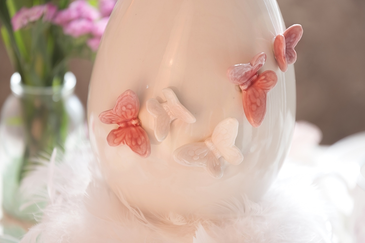 fruehlingskaffeetisch-in-sanften-rosatoenen 4 k-min