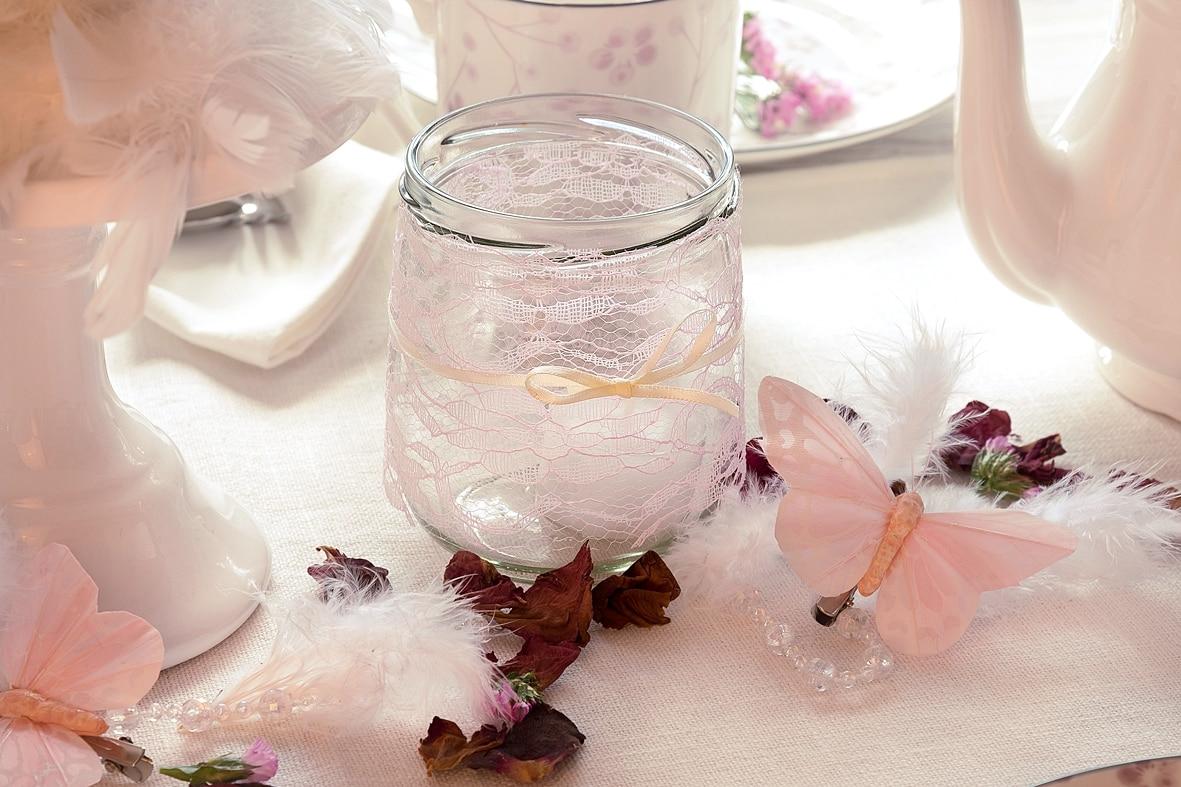 fruehlingskaffeetisch-in-sanften-rosatoenen 6 k-min