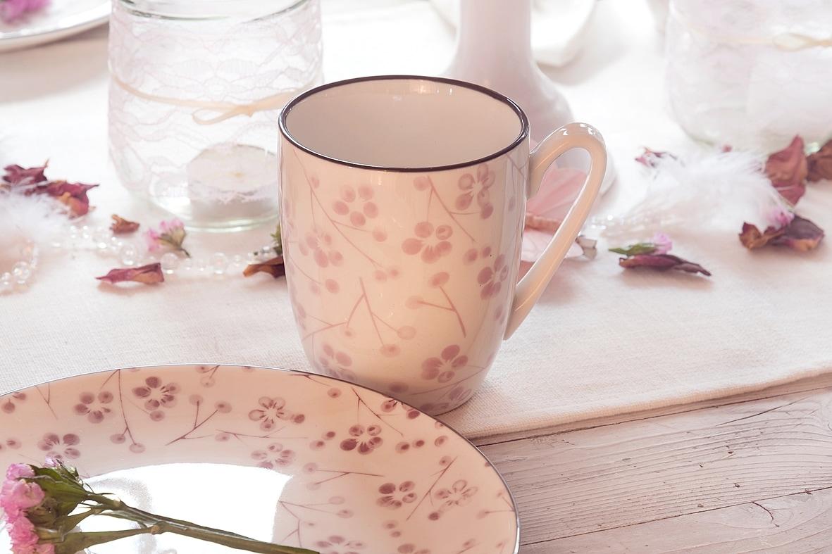 fruehlingskaffeetisch-in-sanften-rosatoenen 7 k-min