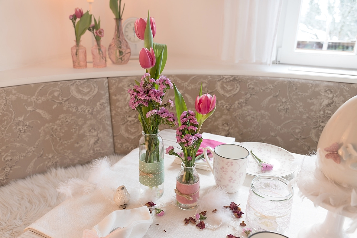 fruehlingskaffeetisch-in-sanften-rosatoenen 8k-min