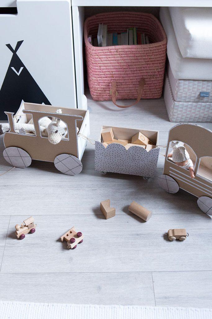 diy spielzeugzug zur aufbewahrung im kinderzimmer. Black Bedroom Furniture Sets. Home Design Ideas