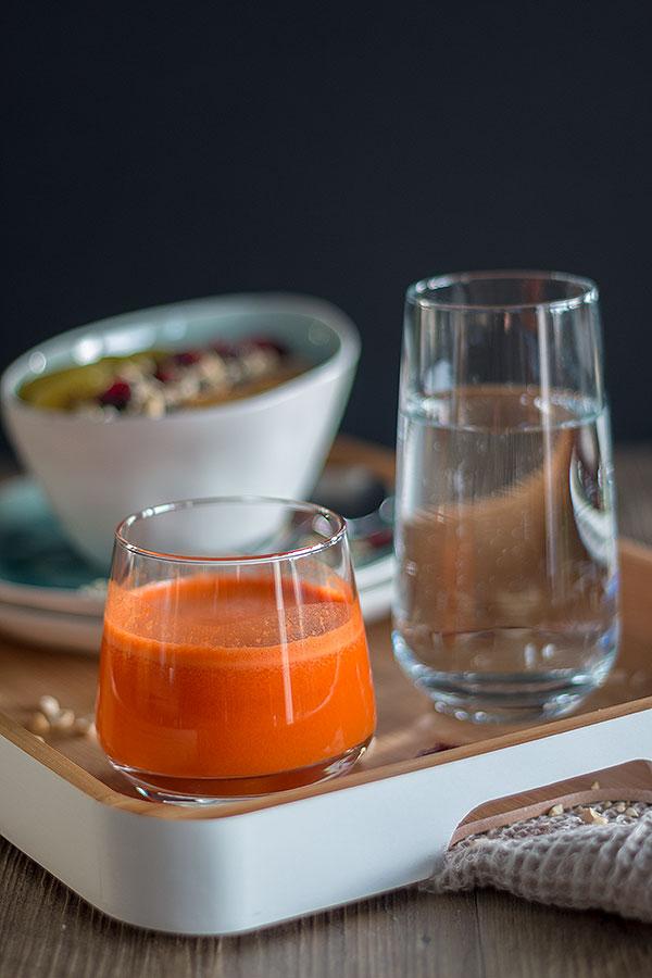 Karotten-Apfelsaft aus dem Entsafter