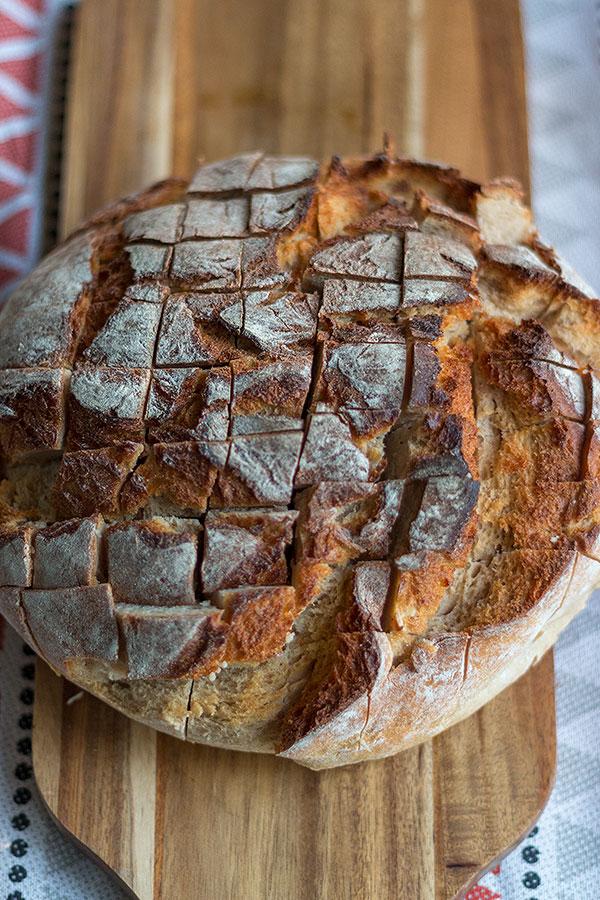 frisches Kartoffel-oder Weizenmischbrot eignet sich am besten für Zupfbrot