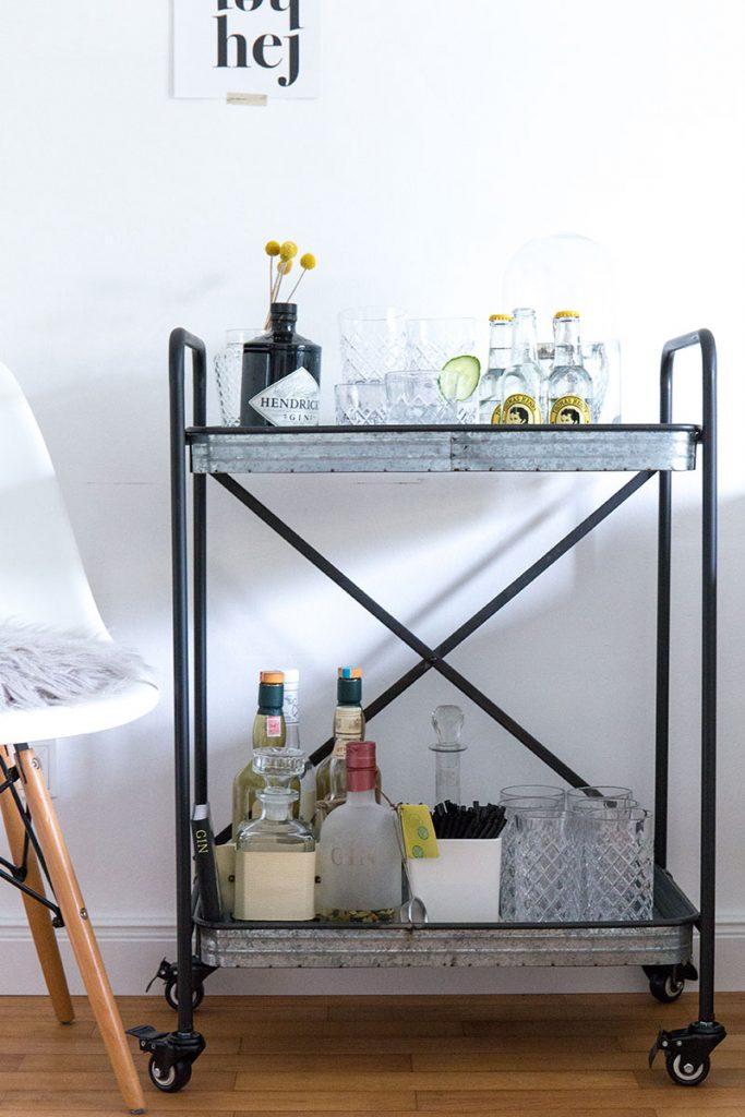 barwagen-im-industriestyle-im-wohnzimmer