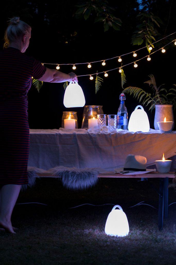 partyfeeling-im-garten-mit-tragbaren-led-outdoorleuchten