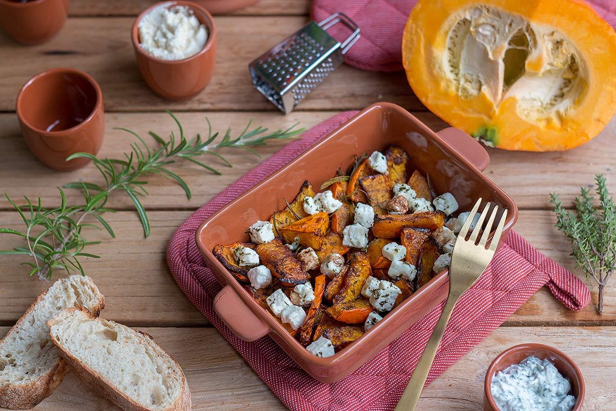 Ofenkürbis mit Feta, Honig, Balsamico und Kräutern