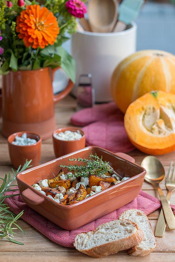 Ofenkürbis mit Feta, Kräutern, Honig, Balsamico und Cayennepfeffer