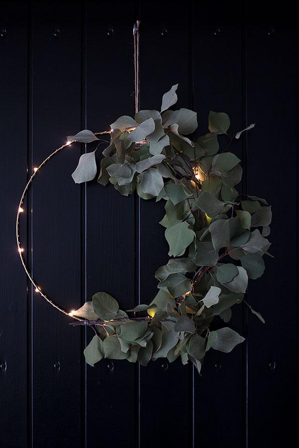 Lichtkranz mit Eukalyptus dekorieren
