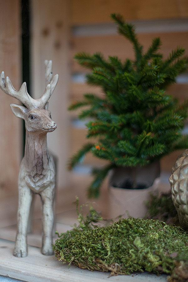 Weihnachten in der Weinkiste mit Hirschen und Tanne