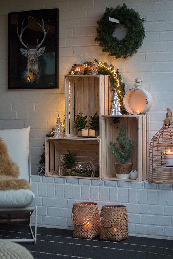 Weihnachtliche Terrassendeko mit Weinkisten