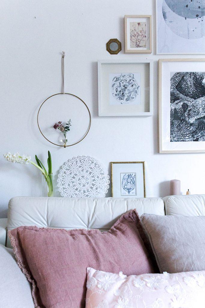 gemütliches-wohnzimmer-mit-frühlingsdeko