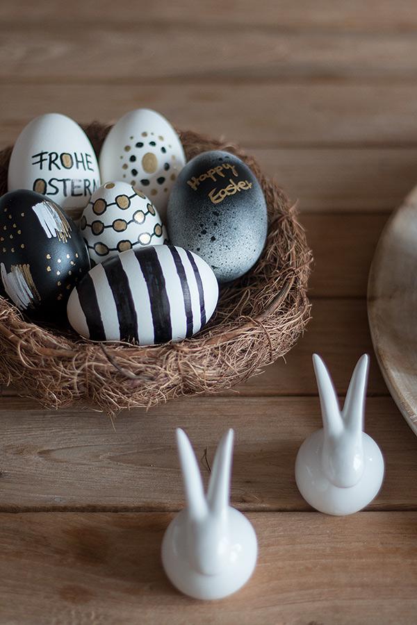 Ostereier gestalten in Schwarz, Weiß, Gold mit Permanent Marker und Acryllack