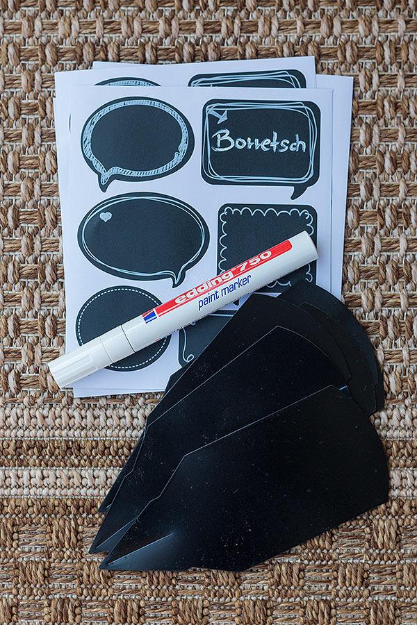 Tafelsticker von DEPOT mit paint marker beschriften