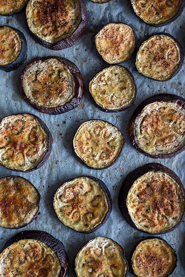 3. Schritt marinierte Auberginen: aus dem Ofen holen und etwas abkühlen lassen
