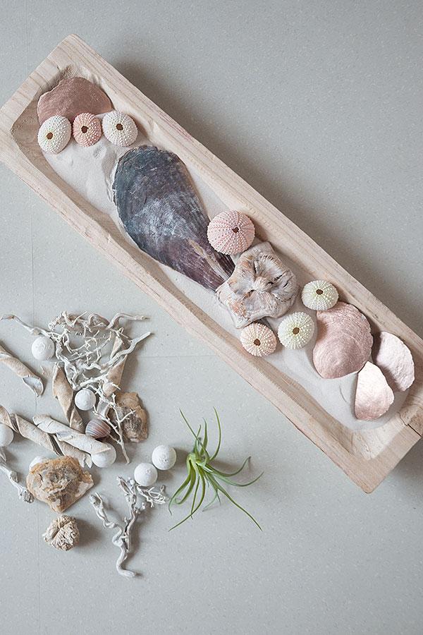 3. Schritt Holzschale mit Sand und Muscheln