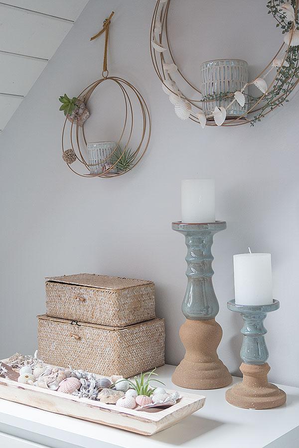 Badezimmer mit Metallringen im maritimen Look dekorieren