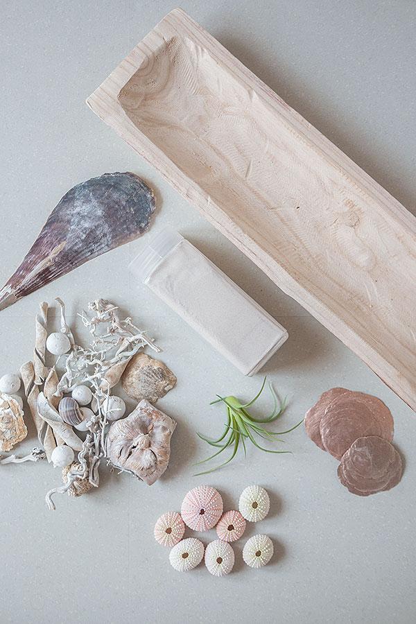 Zubehör Holzschale mit Sand und Muscheln