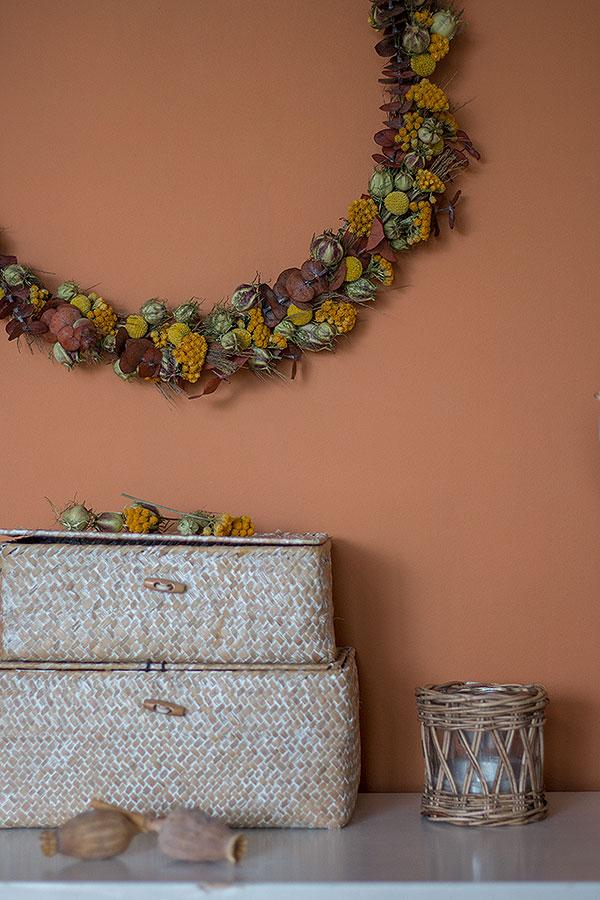 DIY Kranz aus Trockenblumen binden und aufhängen