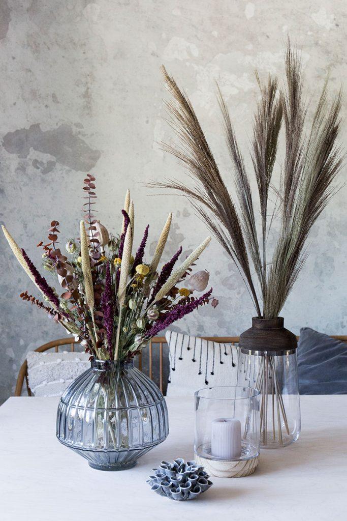 herbstdekoration-mit-trockenblumen