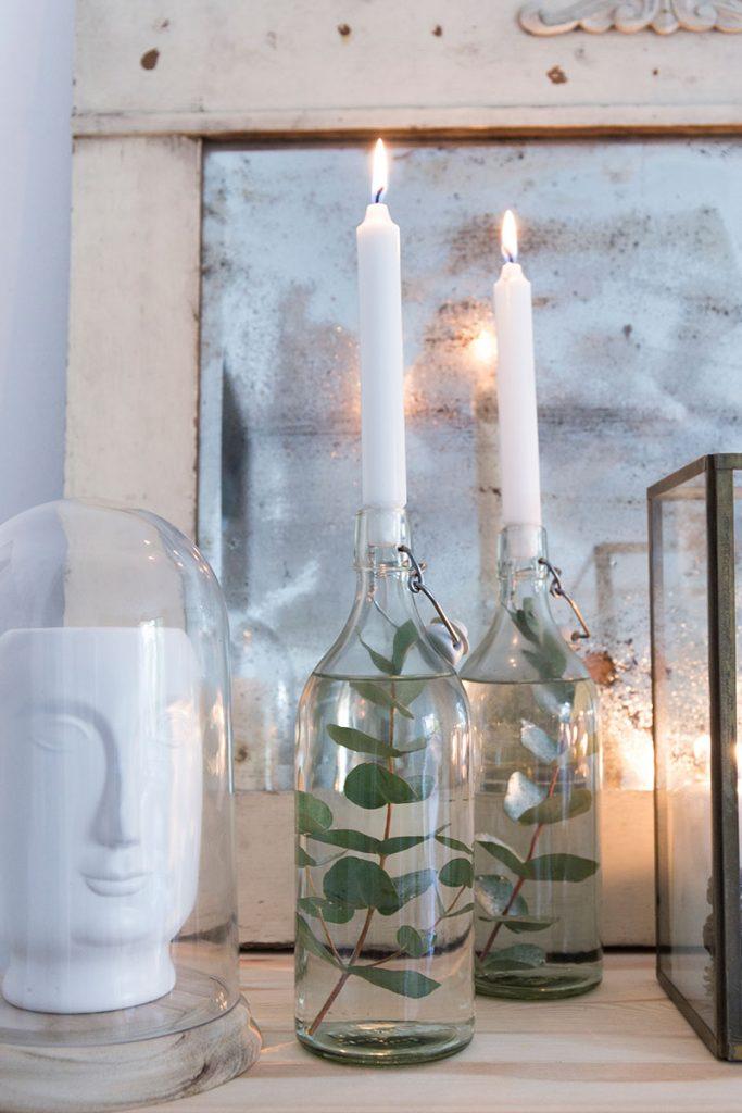 glasflaschen-mit-eukalyptus-dekorieren