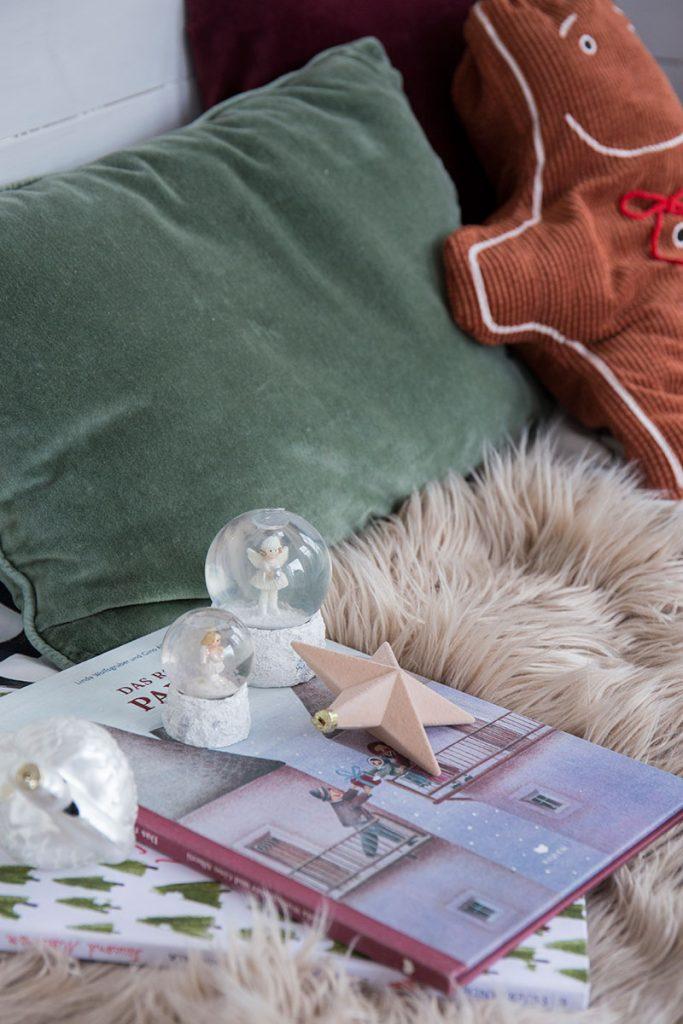 buecher-lesen-mit-kindern-in-der-weihnachtszeit