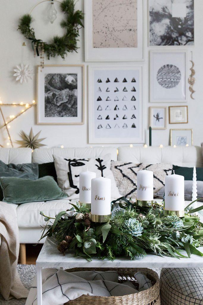 gemuetliches-wohnzimmer-mit-modernem-diy-adventskranz