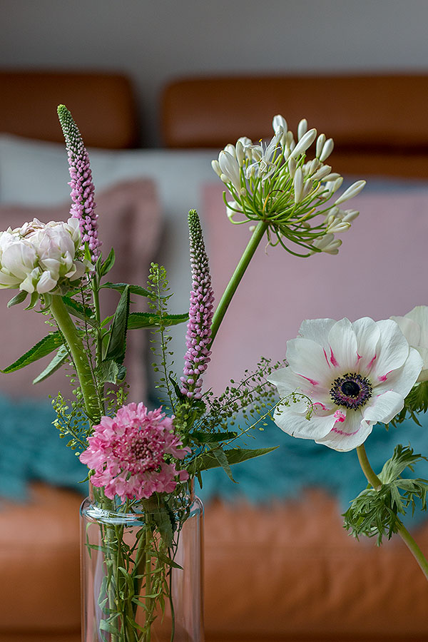 Dekoideen für Beistelltische mit Blumen