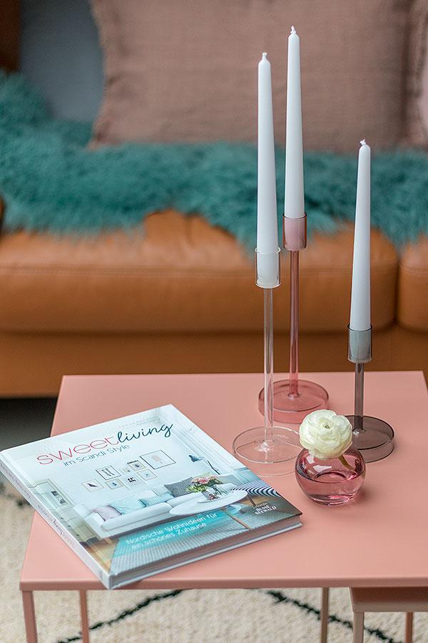 Dekoideen für Beistelltische mit Kerzen und Coffee Table Books