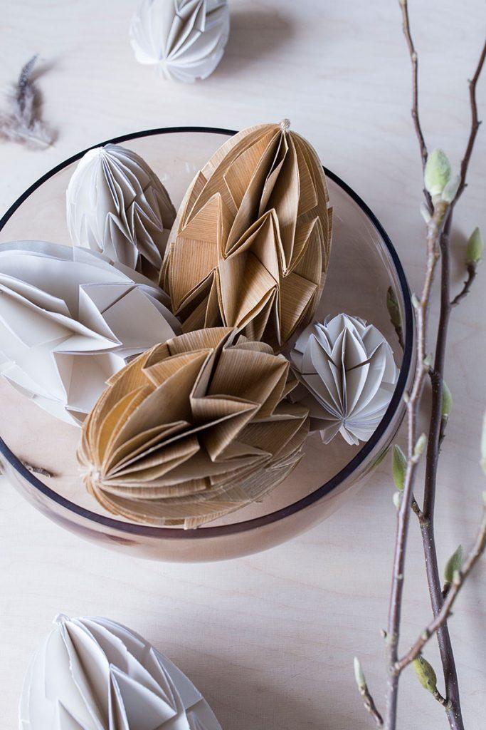 natuerliche-osterdeko-mit-dekoeiern-aus-furnierholz