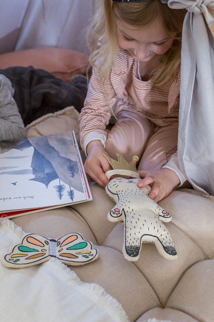 rollenspiele-mit-kuscheltieren-als-kinderbeschaeftigung