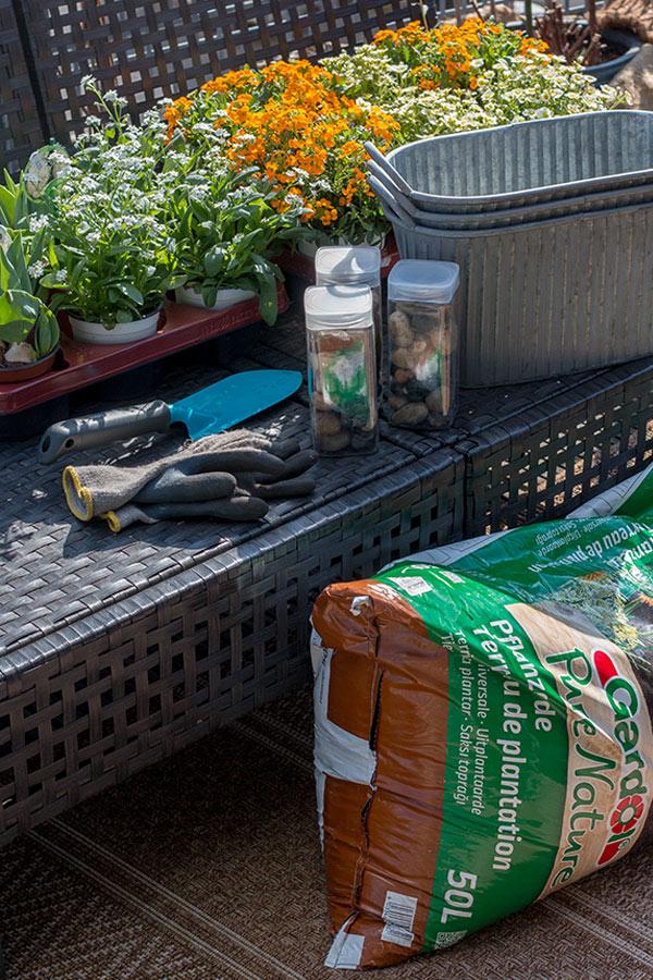 Zubehör Balkon frühlingshaft bepflanzen
