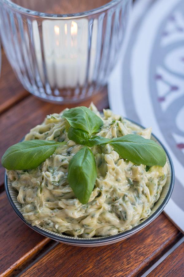 Limetten-Basilikum-Butter zum Grillen