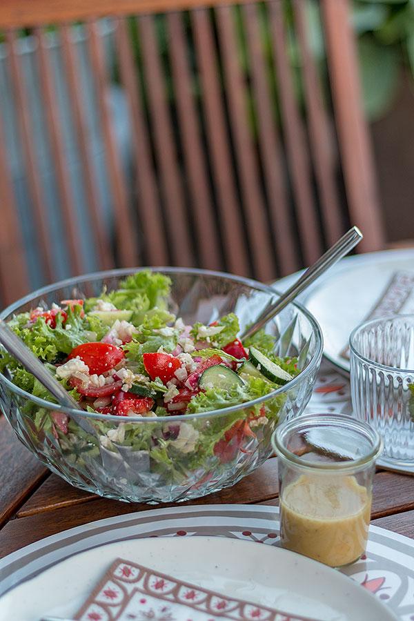 Rezepte für den perfekten Grillabend - frischer grüner Salat geht immer!