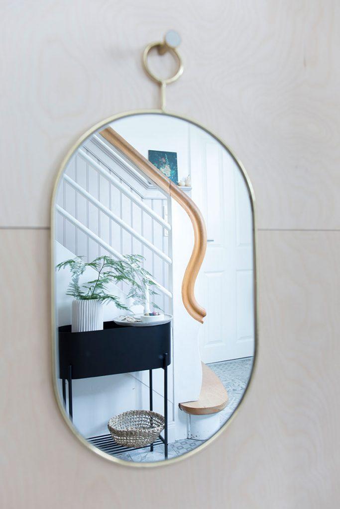 ovaler-spiegel-als-flurdeko