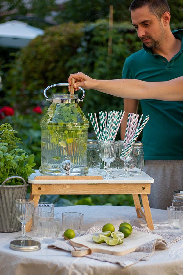 Ideen für Deine Sommerparty: aromatisiertes Wasser im Getränkespender