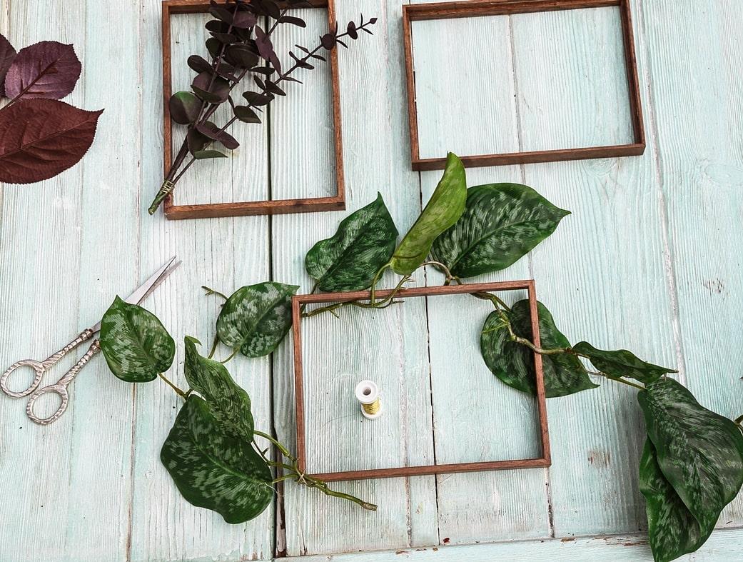 Mit Basteldraht Pflanzen am Bilderrahmen befestigen