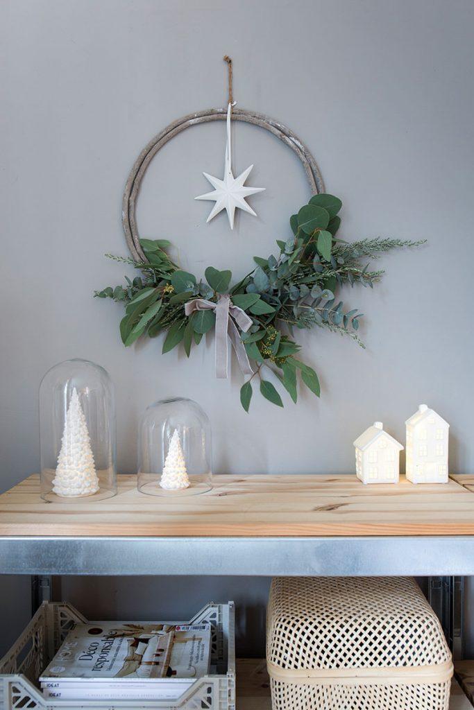 schlichter-eukalyptuskranz-als-weihnachtsdeko