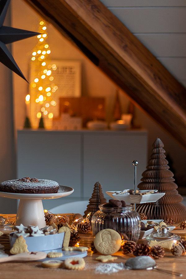 Adventstisch in der Weihnachtsbäckerei