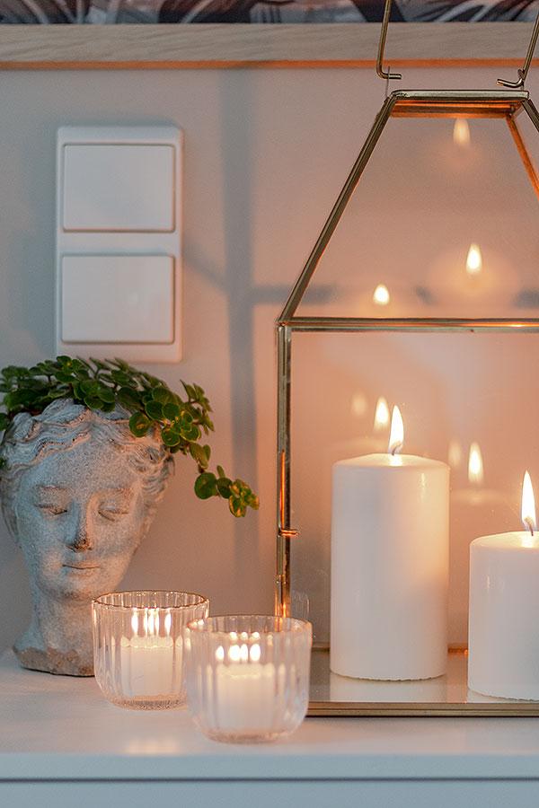 Kerzen sorgen für Gemütlichkeit im Schlafzimmer