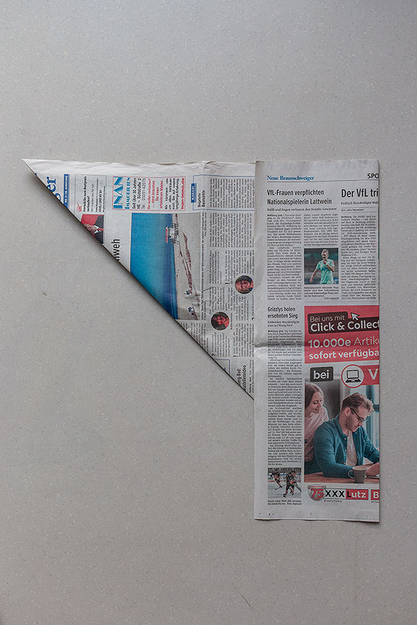 2. Schritt Mülltüten aus Zeitungspapier falten