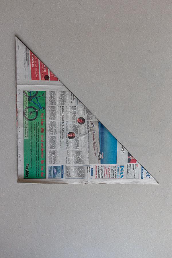 4. Schritt Mülltüten aus Zeitungspapier falten