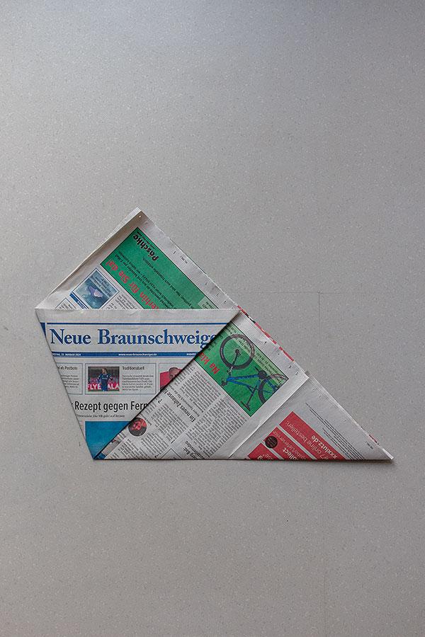 5. Schritt Mülltüten aus Zeitungspapier falten