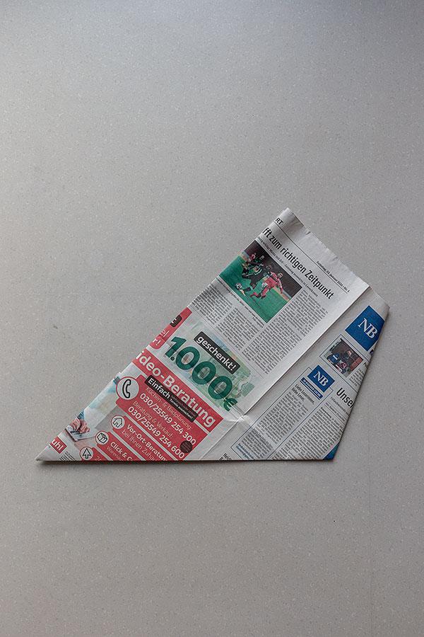 6. Schritt Mülltüten aus Zeitungspapier falten