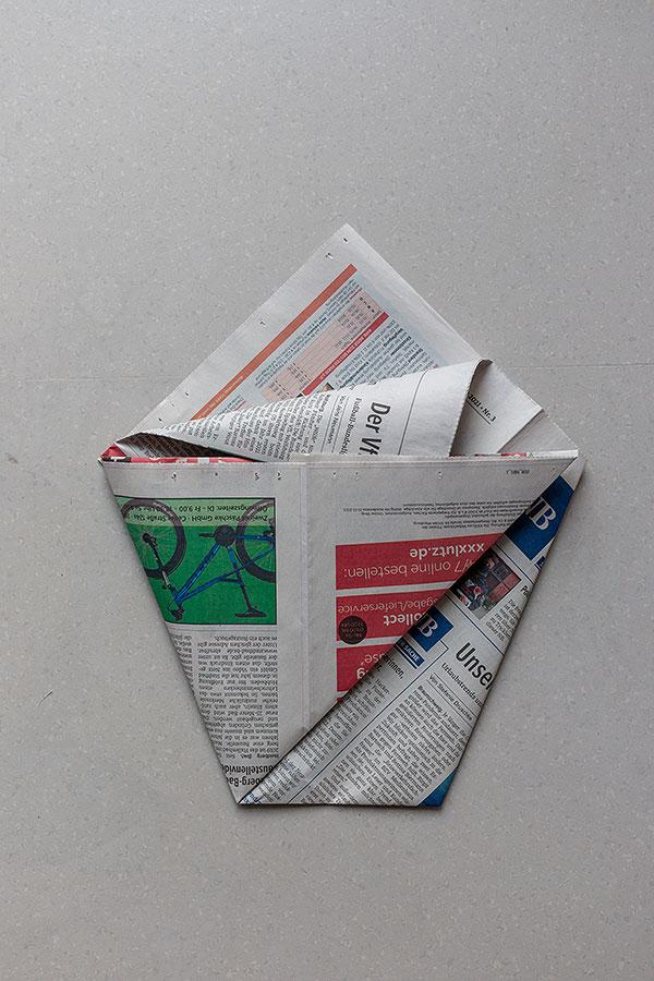 7. Schritt Mülltüten aus Zeitungspapier falten