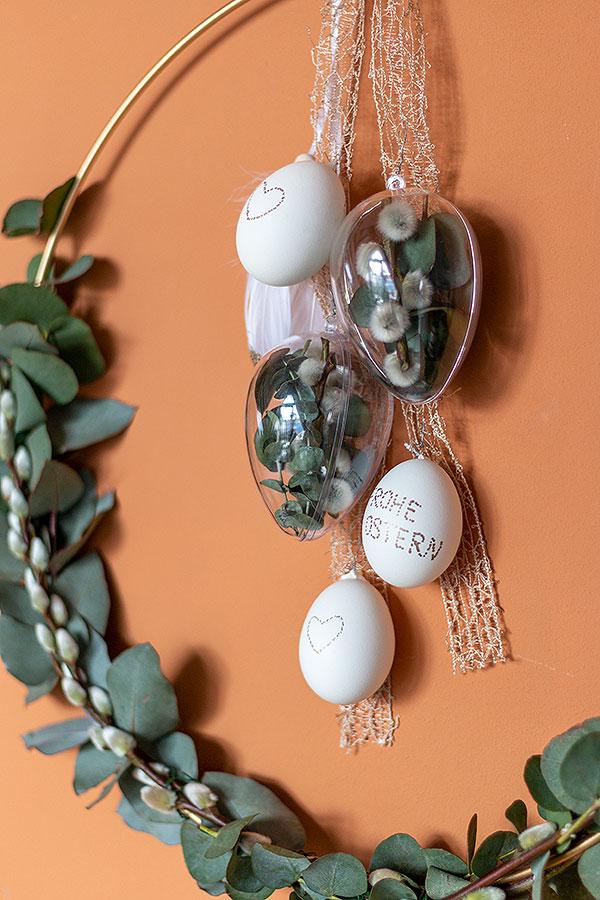 DIY Osterkranz zum Hängen mit Eukalyptus und Weidenkätzchen