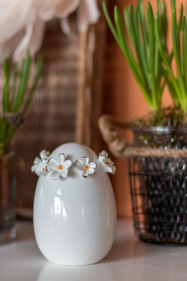 Dekoobjekt Ei mit Blütenkranz